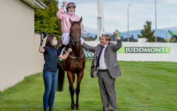 Free Shuttle Bus to & from The Curragh racecourse